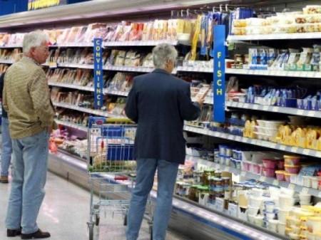 Milchbauern kritisieren Wegwerfmentalität bei Lebensmitteln - Foto:dapd