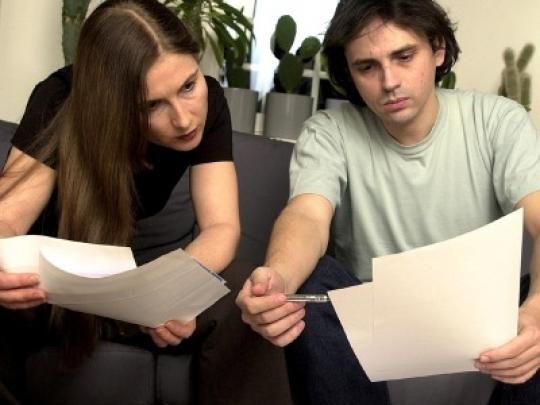Photo of Klauseln im Mietvertrag vor der Unterschrift studieren