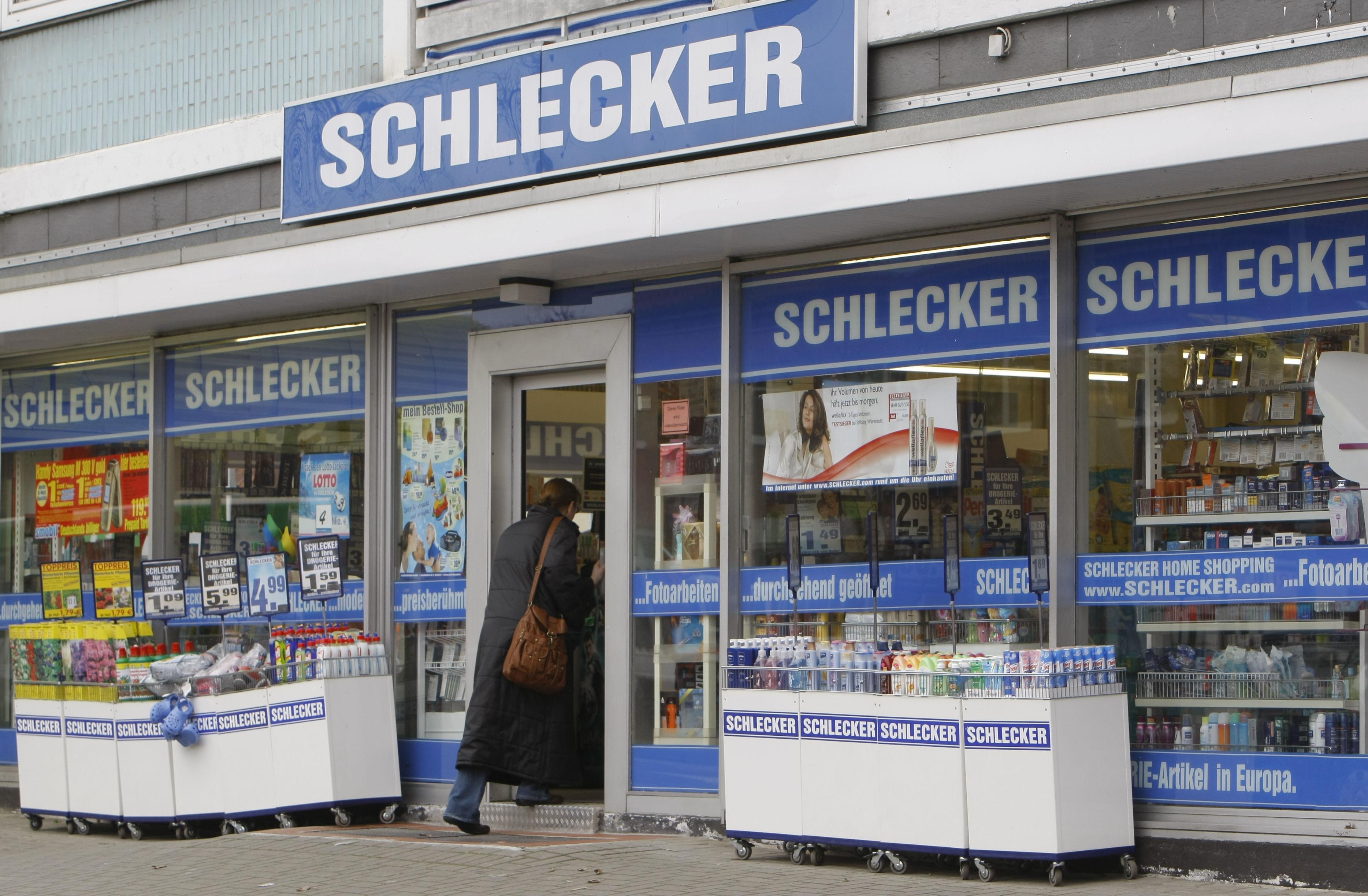 Photo of Drogeriekette Schlecker ist pleite – Betrieb wird weitergeführt – Zwischenfinanzierung gescheitert