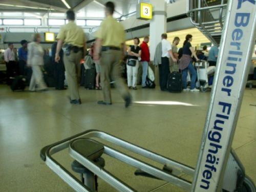 Photo of Ver.di schließt Warnstreiks auf Berliner Flughäfen nicht mehr aus