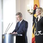 Bundespräsident Wulff und seine Gattin während der Rücktrittserklärung - Foto: dapd