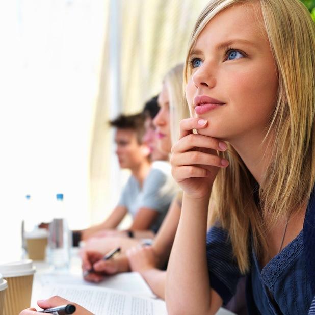 Bild von Knapp jeder zweite Deutsche möchte per Kredit im Job voranzukommen