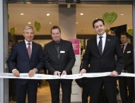 Erste LlyodsApotheke in Hamburg eröffnet