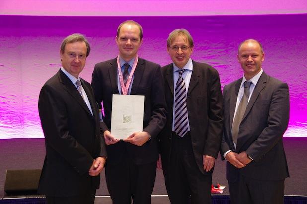Photo of Dr. Dennis Wolf erhält Inge-Edler-Forschungsstipendium