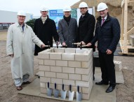 Deutsche Messe legt Grundstein für neuen Hallenkomplex