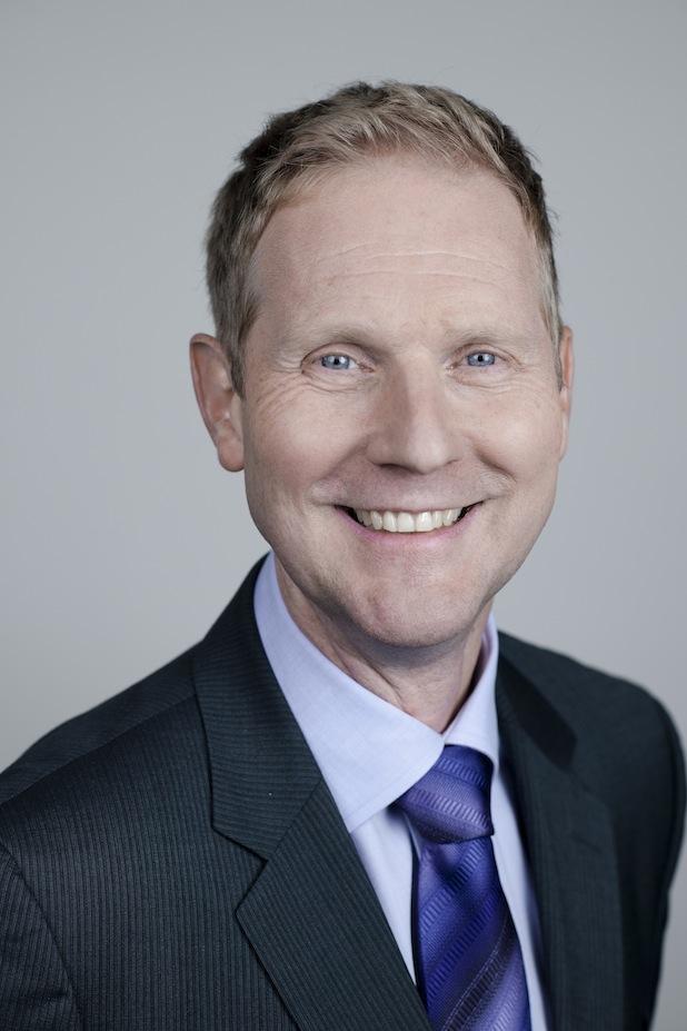Bild von Unilever Media Direktor Uwe Becker übergibt Staffelstab
