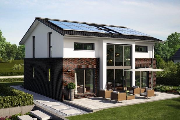 """Beim Entwurf """"Hamburg"""" von Roth-Massivhaus sorgen 16 Solarmodule und die optimale Dachneigung für einen hervorragenden Energieertrag. Der Clou: Ein Batteriespeicher stellt den Strom vorrangig hausinternen Verbrauchern zur Verfügung. Foto: djd/Roth-Massivhaus"""
