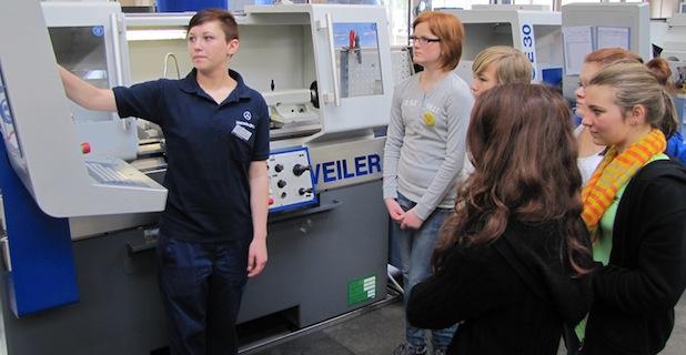 Photo of Mehr als 700 Schülerinnen schnuppern bei Daimler in technische Berufe rein