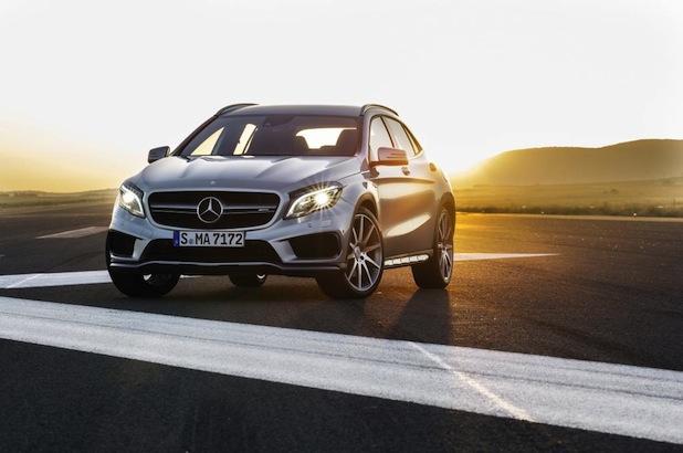 Quelle: Daimler AG, Bild - Polarsilber metallic, Leder perforiert, schwarz RED CUT