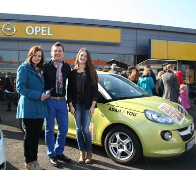 Photo of Opel ADAM beschenkt glückliche Gewinnerin