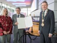 Prof. Dr. José del R. Millán erhält Bertha-und-Carl-Benz-Preis
