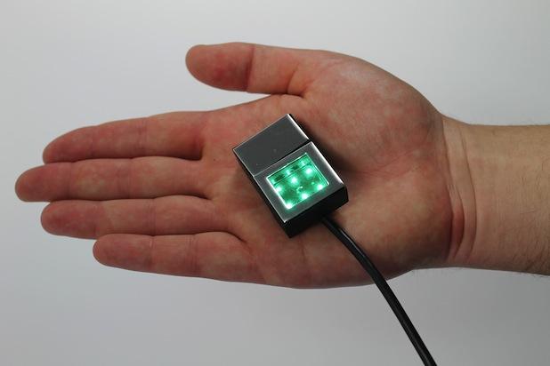 Bild von Weltweit kleinster optischer Fingerabdruck-Scanner auf der CeBIT 2014