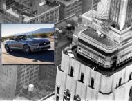 50 Jahre Ford Mustang: Spektakuläre Geburtstagsfeier in 320 Metern Höhe