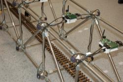Der Brückendemonstrator zeigt, wie sich der Zustand von Brücken mit Hilfe von Sensornetzwerken überwachen lässt. Foto: Fraunhofer LBF