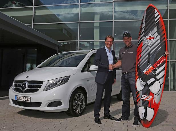 Bild von Windsurfprofi Bernd Flessner fährt neue Mercedes-Benz V-Klasse