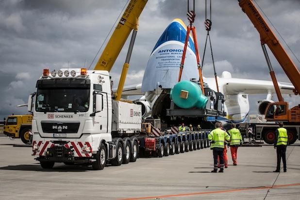 Photo of DB Schenker bringt 141-Tonnen-Zylinder von Berlin nach Kanada