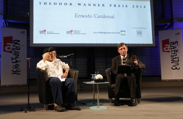 Photo of Ernesto Cardenal mit dem Theodor-Wanner-Preis 2014 ausgezeichnet