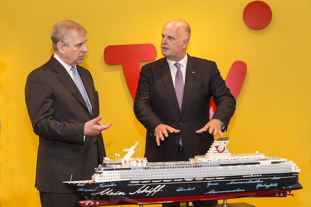 Photo of Prinz Andrew besucht TUI in Hannover