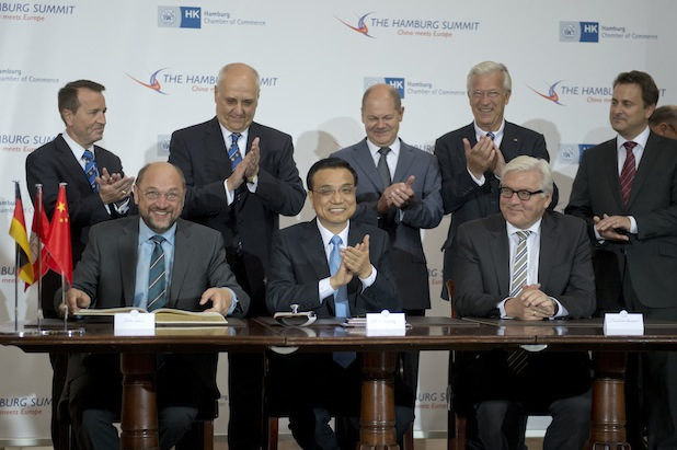 "Photo of Chinas Ministerpräsident Li Keqiang zu Gast beim ""Hamburg Summit"" in der Handelskammer"