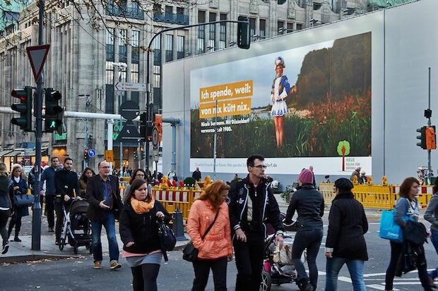 Photo of Von nix kütt nix: Riesenposter wirbt für Baumspende in Düsseldorf