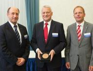 VDI verleiht Ehrenplakette an Prof. Kletti
