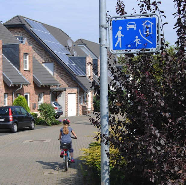 Bild von Verkehrsberuhigter Bereich: Schrittgeschwindigkeit fahren