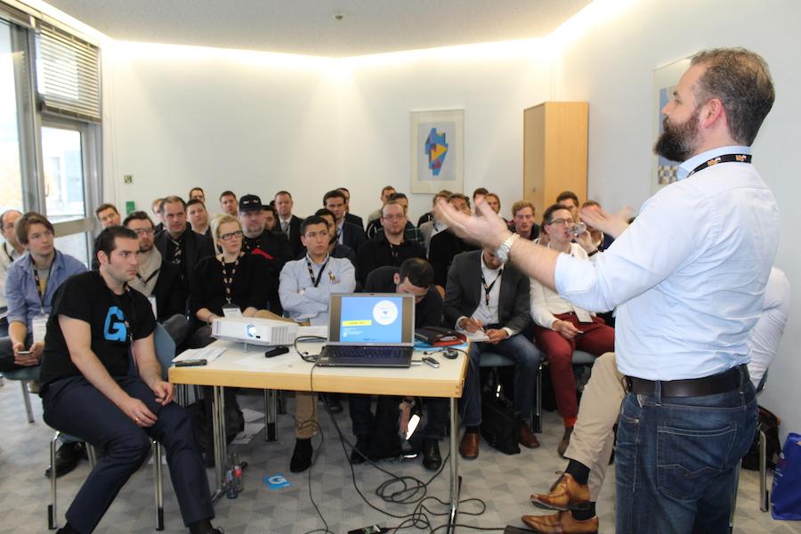 Foto: Referent Christian Steeger mit einem spannenden Pitch-Coaching auf der StartupCon in Leverkusen.