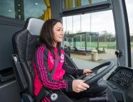 Mercedes-Benz übergibt neuen Mannschaftsbus