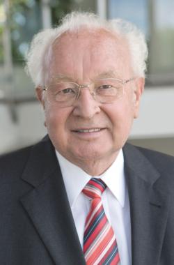 Kurt Kober, ehemaliger Vorstandsvorsitzender der AL-KO KOBER GROUP, ist tot. Er starb am Donnerstag, 15. Januar 2015, nach kurzer schwerer Krankheit im Alter von 78 Jahren.