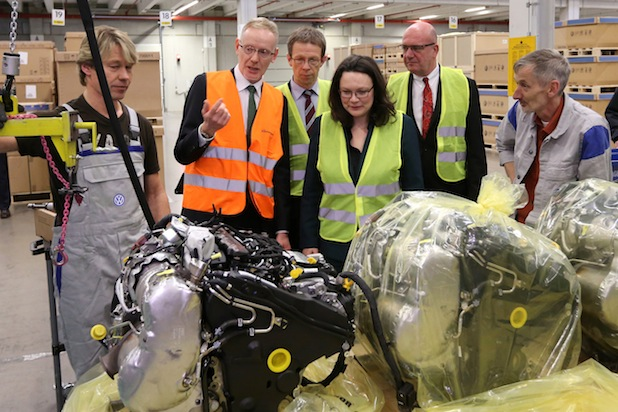 Bild von Bundesarbeitsministerin Nahles informiert sich über Inklusion bei Volkswagen