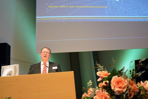 """Unter dem Motto """"Sechs Jahre des Zusammenwachsens"""" verabschiedete sich Prof. Dr. Herbert Zickfeld von Weggefährten, Mitarbeitern und Kollegen. Foto: Gatermann"""