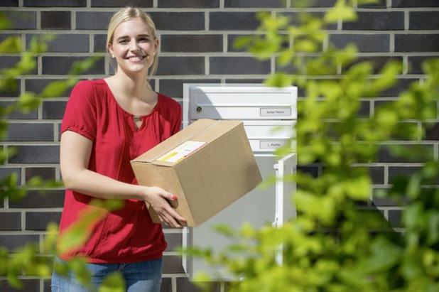 Diebstahlsicher und praktisch: Nur der Eigentümer kann die Box wieder öffnen, nachdem eine Sendung abgelegt worden ist. Foto: djd/Burg-Wächter