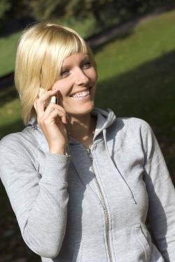 Immer erreichbar, immer aktiv - die Technik hat sich in Sachen mobiler Kommunikation rasant entwickelt. Foto: djd/CreditPlus Bank