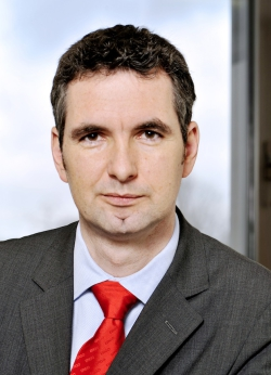 Frank Mauelshagen (Jahrgang 1969) ist Bereichsleiter für die Kraftfahrtversicherung der ERGO Versicherung
