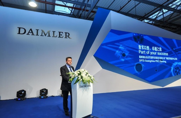 Photo of Daimler eröffnet maßgeschneidertes Logistikzentrum in Guangzhou, China