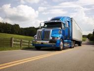 Daimler präsentiert hocheffiziente Lkw auf größter US-Nutzfahrzeugmesse