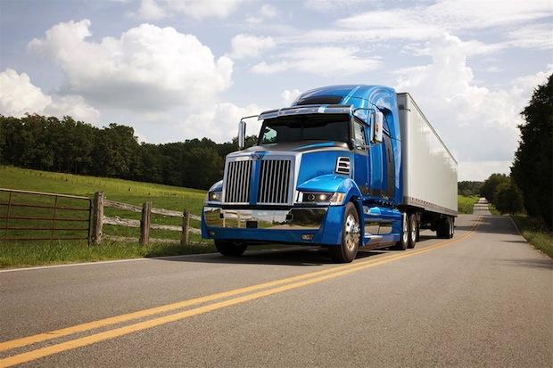 Photo of Daimler präsentiert hocheffiziente Lkw auf größter US-Nutzfahrzeugmesse
