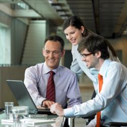 Auch die Arbeitsprozesse innerhalb von Unternehmen verändern sich rasant: So nimmt beispielsweise der Anteil der Projektarbeit deutlich zu. Foto: djd/Gütegemeinschaft Personaldienstleistungen e.V./thx