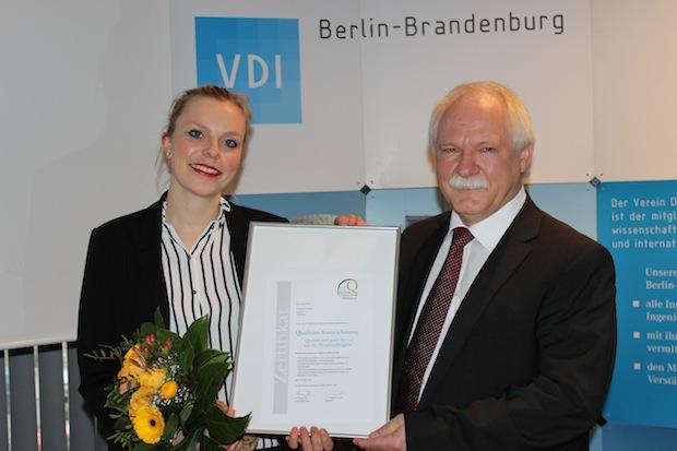 """Bild von Polyprint erhält die Auszeichnung """"Qualität und guter Service aus der Hauptstadtregion"""" 2015."""