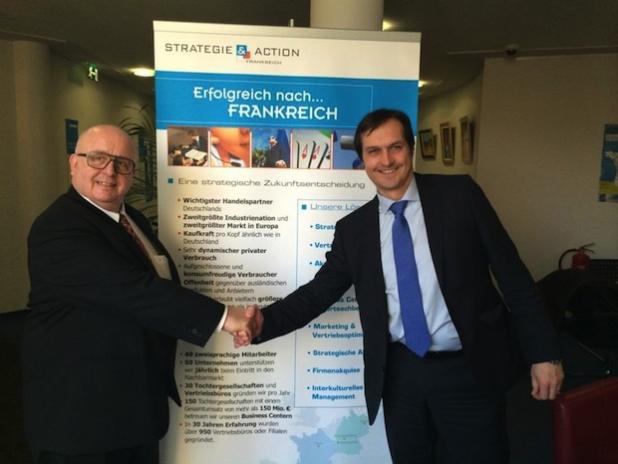 Gilles Untereiner, Geschäftsführer der CCFA und Dr. Ingo Brüning, Geschäftsführer der Scheer Management GmbH, nach der Unterzeichnung des Kooperationsvertrages - Quelle: PresseBox