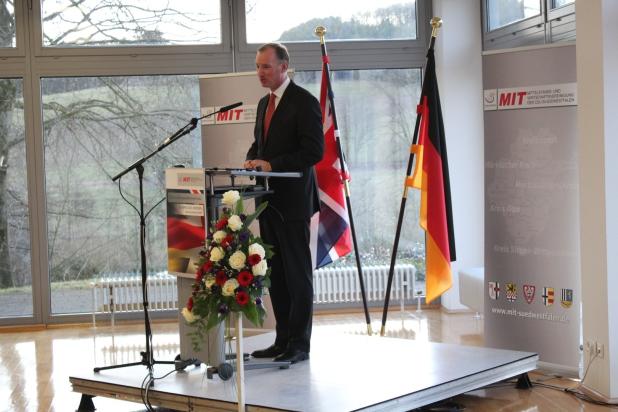 Foto: Dr. Matthias Heider (MdB) bei der Eröffnungsrede.