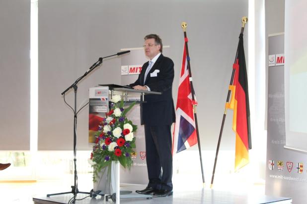 Hausherr und Gastgeber Siegfried Koepp. Er erzählte, warum die EMG Automation GmbH seit gut 70 Jahren immer nur schwarze Zahlen schreibt.
