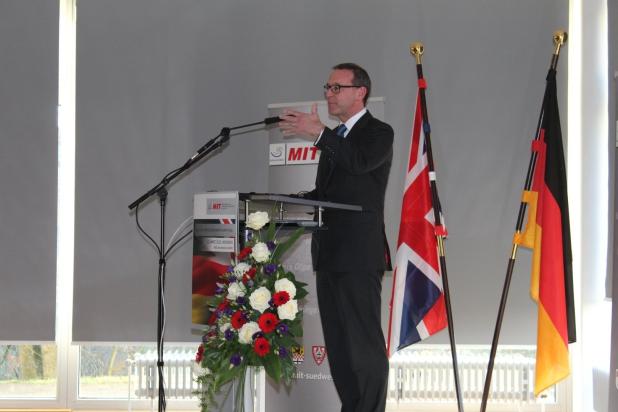 """Der britische Botschafter in Deutschland, E.E. Sir Simon McDonald, hielt eine sehr humorvolle und glaubwürdige Rede: """"Wir sind enge Freunde und Partner""""."""