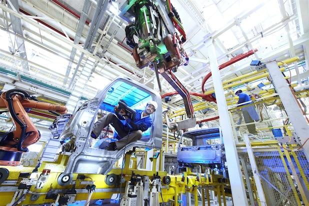 Photo of Hannover Messe: Daimler stellt umfangreiches Indien-Engagement vor