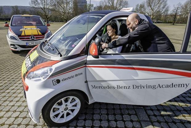 Bild von Zukunft lernen: Daimler bringt Elektromobilität in Fahrschulen