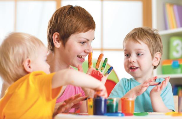 Am Tag der Kinderbetreuung am 11. Mai bietet sich die Gelegenheit, allen Erzieherinnen und Erziehern für ihr Engagement zu danken – und daran zu erinnern, dass die Kinderbetreuung in Deutschland nach wie vor ausbaufähig ist. Quelle: Textnetz