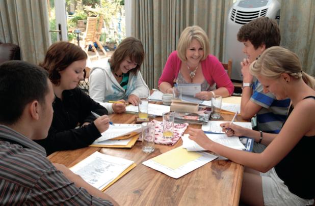 Alters- und leistungsgerechte Kurse sorgen für Erfolg und Spaß beim Englischlernen. Foto: Jürgen Matthes/akz-o