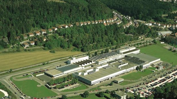 Mayer & Cie. hat seinen Stammsitz in Albstadt auf der Schwäbischen Alb. Hier wird der Maschinenpark im Fertigungsbereich auf den neusten Stand gebracht werden, außerdem soll der Mitarbeiterstamm weiter ausgebaut werden. Quelle: Mayer & Cie.