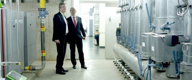 DENO-Geschäftsführer Thomas Engel (links) beim Kunden Acura Kliniken Rheinland-Pfalz AG - Quelle: Econeers