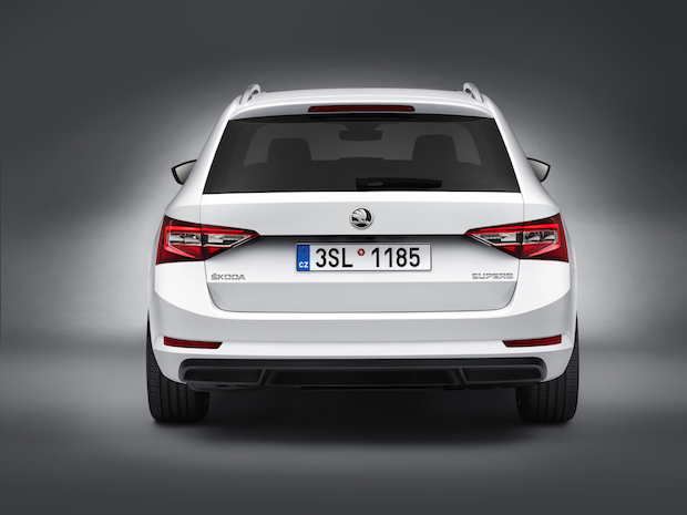 Photo of Der neue SKODA Superb Combi